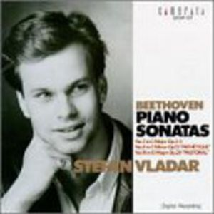 Plays Beethoven Piano Sonatas