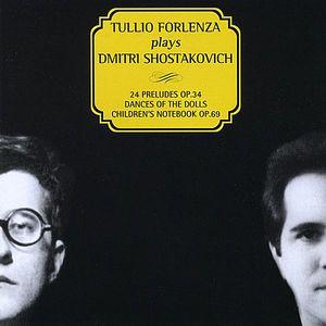 Plays Dmitri Shostakovich