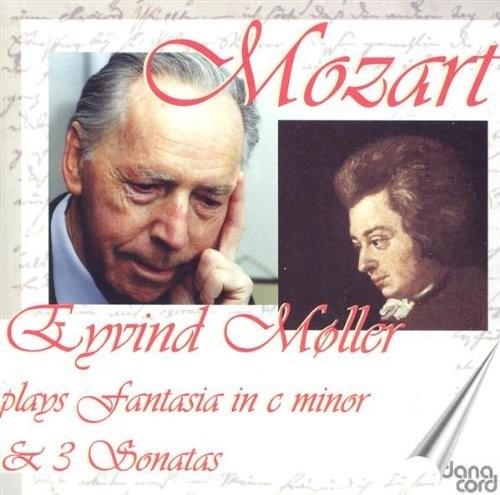 Moller Plays Mozart